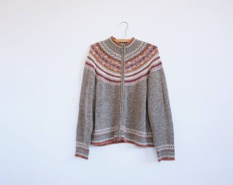 Vintage Knit Sweater // 90's fashion.