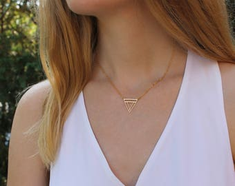 Upside Down Triangle Necklace // Gold Triangle Necklace // Geometric Necklace // 16K Gold Necklace // Minimal Necklace // Everyday Necklace