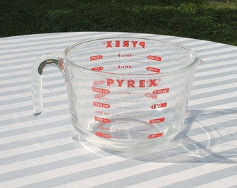 Pyrex 8 Cup - 2 Quart / Liter Wide Mouth Measuring Cup / Bowl - Red Lettering - Prep Bowl - Measure and Mix Bowl - Corning, Made in USA