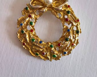 Vintage Christmas Wreath Brooch --- Retro Merry Happy Holidays Festive Costume Jewelry --- Winter Wonderland Most Wonderful Time of the Year