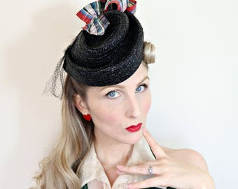 Vintage 1940s Hat / Tilt Hat / Topper / Black Straw / Plaid Ribbons / Percher