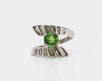 Peridot Green Stone Silver Ring - Vintage 1970s Silver Raised Setting Ring - Size 5