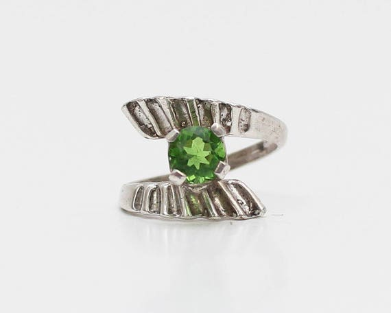 Vintage 1970s Peridot Green Stone Silver Ring - Size 5
