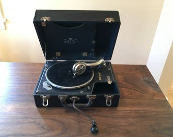 RESERVED: Boetsch No 3 Portable Gramophone Nicely Working Windup Phonograph 78rpm