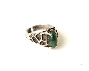 Vintage Retro Green Stone Sterling Silver Ring