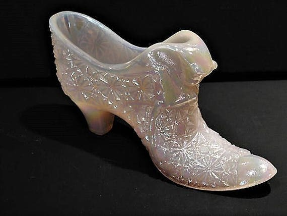 Fenton Glass Shoe Cat Button and Daisy Pink Iridescent Opaque Opalescent Art Glass Slipper Shoe Collectible Kitten Kitty Home Decor Display