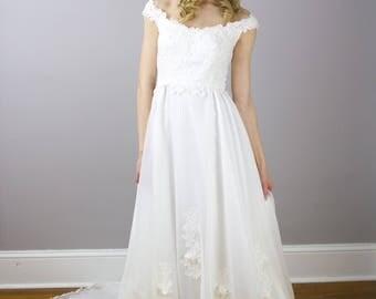 Vintage boho off the shoulder floral lace wedding gown / size xs / 1970's /