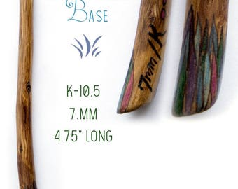 Handcarved Crochet Hook decorated with feathers at the base K-10.5, 7mm