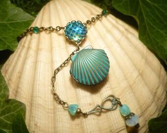 Seafoam Secrets - handmade Necklace with Seashell Medaillon