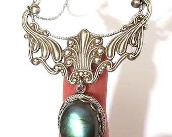 Collier Pierre de Labradorite Pendentif avec Arabesque Filigrane en métal plaqué argent style art nouveau Féérique Amour Elfique  Cadeau