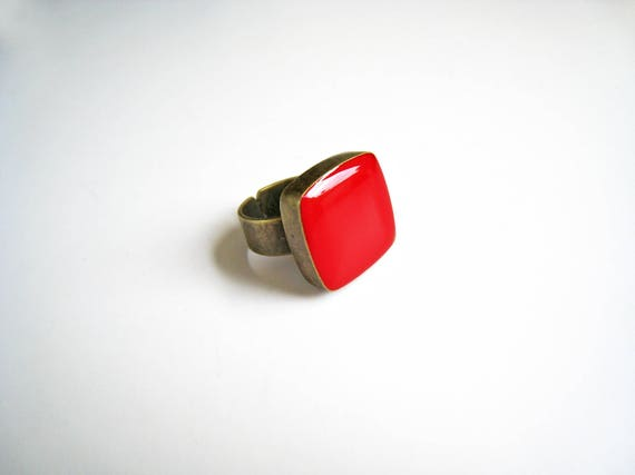 Ruby red ring, bronze red statement ring, red resin ring, modern minimalist jewelry, square ring, color block jewelry, red cocktail ring