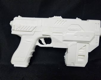 Judge Dredd Lawgiver Blaster -raw cast
