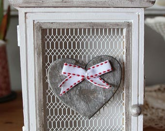 Box key in wood with wire mesh, romantic - shabby spirit - heart and patina