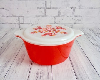 Vintage Pyrex Friendship Covered Casserole Refrigerator Dish, 474 B Pyrex Friendship 1 1/2 Quart With Lid in Red, Orange and White, Gorgeous