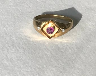 An Art Deco Ruby and Diamond 18k Gold Ring