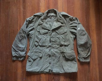 Vintage Mens 1940s WWII M43 Olive Green Army Distressed FIELD JACKET Size Small 38 M41 Deck Jacket Military