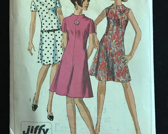 Simplicity 7161 - 1960s Slightly Flared Dress with Raised Neckline - Size 16 Bust 36