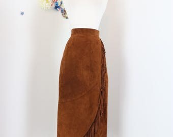 "1980s Skirt - Fringe Midi - Western - Boho - Caramel Brown Suede Leather - Curved Hem - Fitted - Cowgirl Hippie - Size XS/S - 26"" Waist"