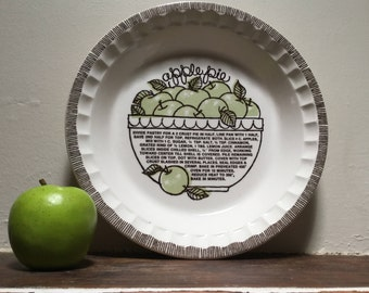 "Jeanette ""Apple Pie"" dish Made in the US Baking dish Fluted edge Vintage kitchen"