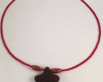 Beaded Felt Star Necklace (Brown)