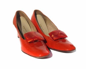 Vintage Women's Shoes Bright Orange Patent Leather Style with Faux Mother of Pearl Buckles, Mod Shoes, Size 8.5 Pumps