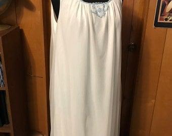 1960s Chiffon Nightgown Negligee Pegnoir/Large/White/Pale Blue Trim/Knee Length/Honeymoon/Babymoon/Madmen/Midcentury