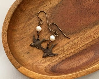 Swallow earrings with freshwater pearls
