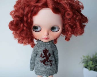 Gray blythe outfit, Doll sweater with lizard, Doll pullover with animal print, Wool blythe clothes, Collectible doll jumper, Blythe knitwear