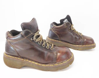 Dr. Martens Women Brown lace up Doc martens ankle 6 Eye boots size US 9 UK 7