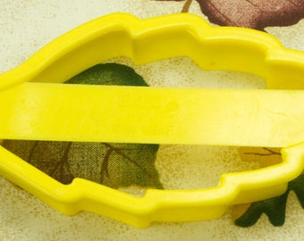 1994 Yellow Plastic EKCO Oak Leaf Cookie Cutter