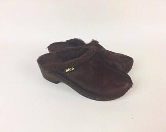 70s Brown Fur Clogs / Fur Slippers 70s /Brown  Fur Sabot / Fur Mules 70s / Slip on clog / Brown Clogs / Fur Sandals for women