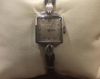 An Art-Deco 18K White Gold Square Shaped OMEGA ladies' wristwatch. Circa 1930's.