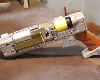 Laser Pistol Fallout Inspired Laser Pistol AEPX Cosplay Prop Replica with 2 micro fusion cells