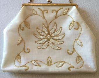 1960s/embroidered/purse/plastic/encased