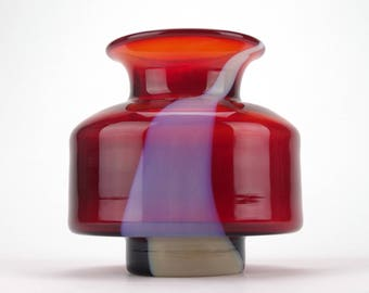 Retro space age red glass vase with white glass trail - Mid century Polish glass - Art glass vases - UFO