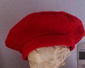 girl réalisé en red fleece beret
