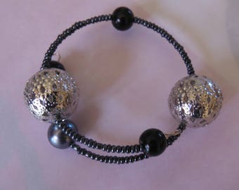Seed beads and silver beads bracelet