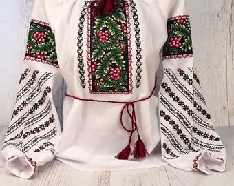 Beautiful ukrainian embroidered blouse vyshyvanka