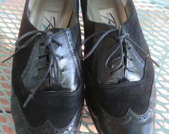 Vintage Ros Hommerson black suede and shooth leather tie up shoes.Size 8 1/2WW. Black stacked heel. Boho funky mid century look Granny shoe.