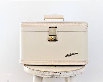 Vintage White Suitcase . vintage train case . white storage box . white makeup case . white lady baltimore suitcase . overnight case