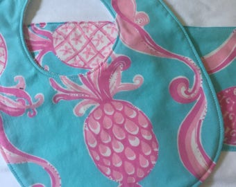 Lilly *Pineapple: bib and burp cloth set