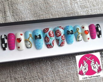 Alice In Wonderland Inspired Hand Painted False Nails | Cheshire Cat | Little Nail Designs
