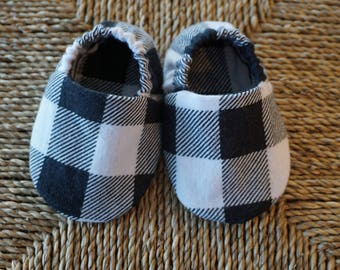 Black and White Plaid Baby Shoes, Crib Shoes, Soft Sole Baby Shoes, Baby Bootie, Baby Moccs, Baby Moccasins, Baby Booties, Baby Shower Gift