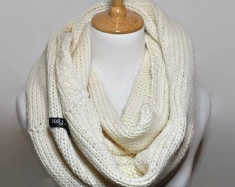 Chunky knit scarf, Cream Knit scarf women handmade, Cowl scarf knit, chunky scarf, womens scarves, Hand knit scarf. cream knitted scarves,