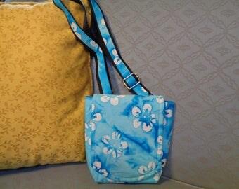 Hand bag, tourist bag, shoulder bag, summer bag, casual purse turquoise, adjustable strap, 4 pockets, magnetic closures, 2 zipped pockets,