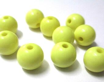 10 yellow 10mm acrylic beads