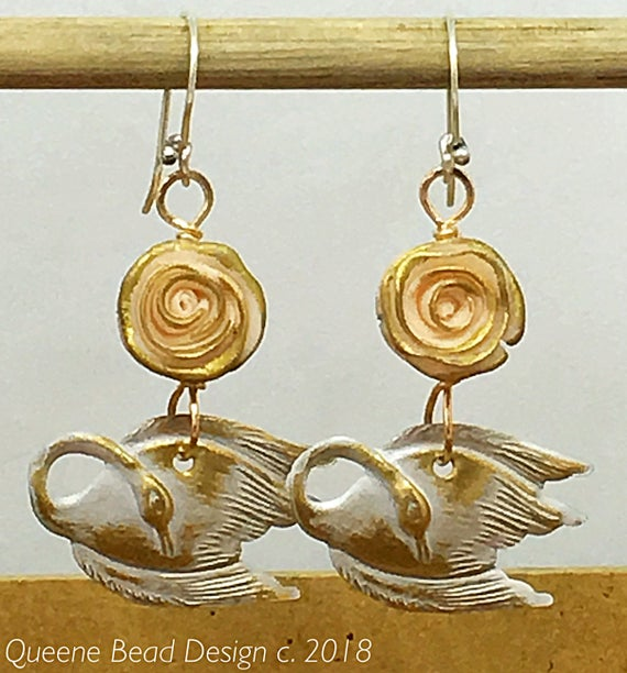 Swan and Roses Earrings #queenebead