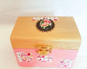 Olga  ring box