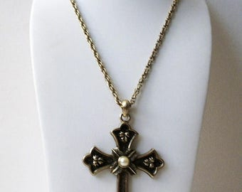 ON SALE Vintage RARE Limited Edition 75 Sarah Cov Crucifix Necklace 71017