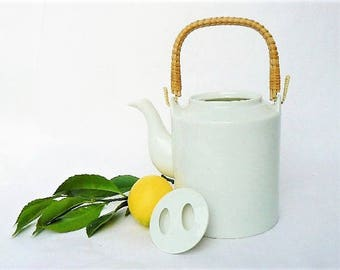 """Large Tea Pot with Unique Lid - Simple, Asian Minimalist Style White Porcelain Ceramic Teapot - 6 Cup Capacity,  6"""" Tall x 5"""", Made in Japan"""